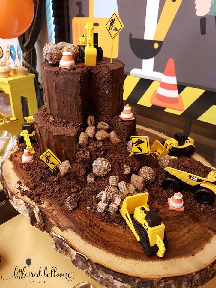 construction-themed-cake